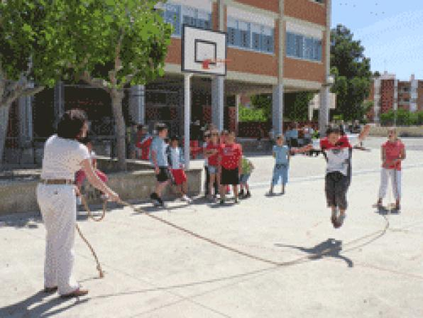 Students of the School Mestral of Hospitalet celebrate the XXII Cultural Days